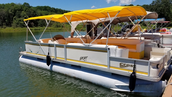 #73 Mellow Yellow...Crest 25 ft. 2525 Sport XLRE 2004 Pontoon Boat New upholstery for 2019!