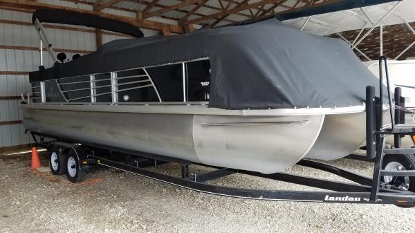 2013 Landau 25 ft. Tri-Toon Cruise Pontoon Boat Like New!