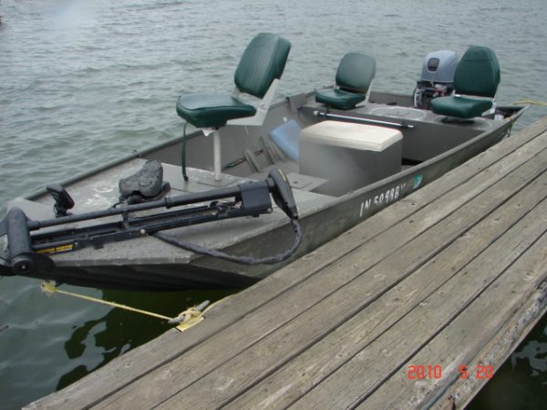24 Fishing Jon Boat Is 80 Wide16 Ft In Length And Is Powered By 25 Hp Tiller Handle Control 4 Stroke Outboard Motor Boat 24 Can Accommodate Up To 6